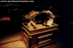Photo of model of ark of the covenant from greatpassionplay.com